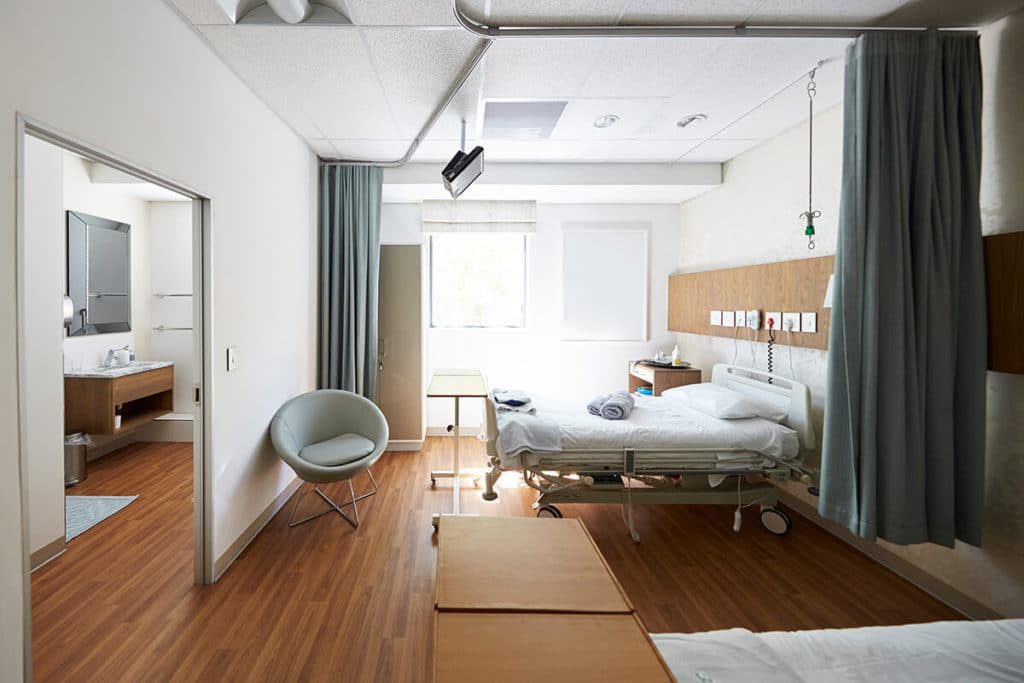 choosing the right hospital beds_featured image